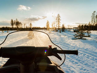 snowmobile_lappland_wintersun_svansele