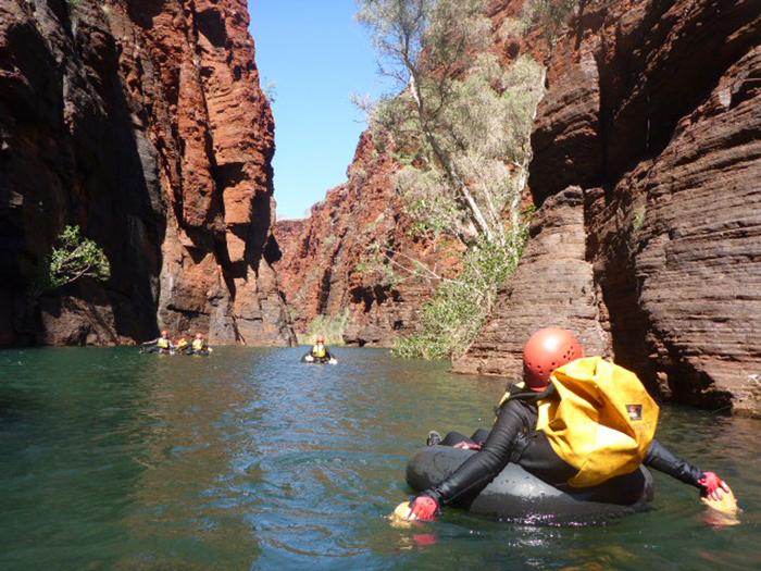 karijini-canyoning-paddeln-gorges