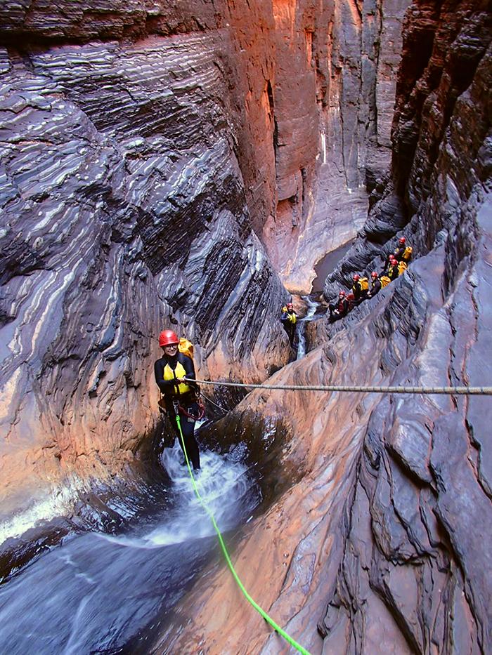 karijini-canyoning-roping