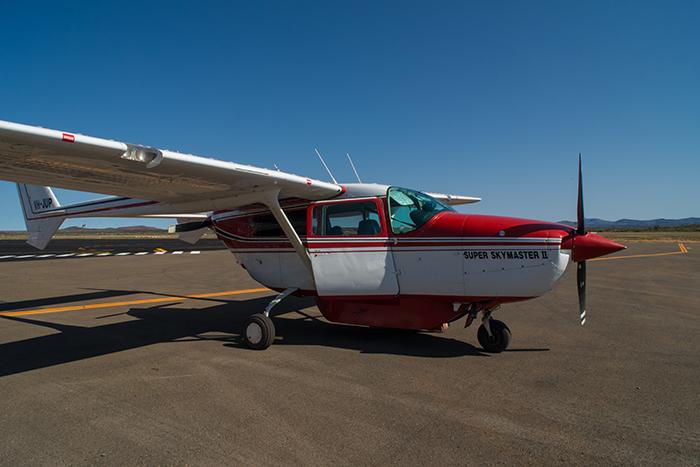 laura-drosse-westaustralien-paraburdoo-flugplatz