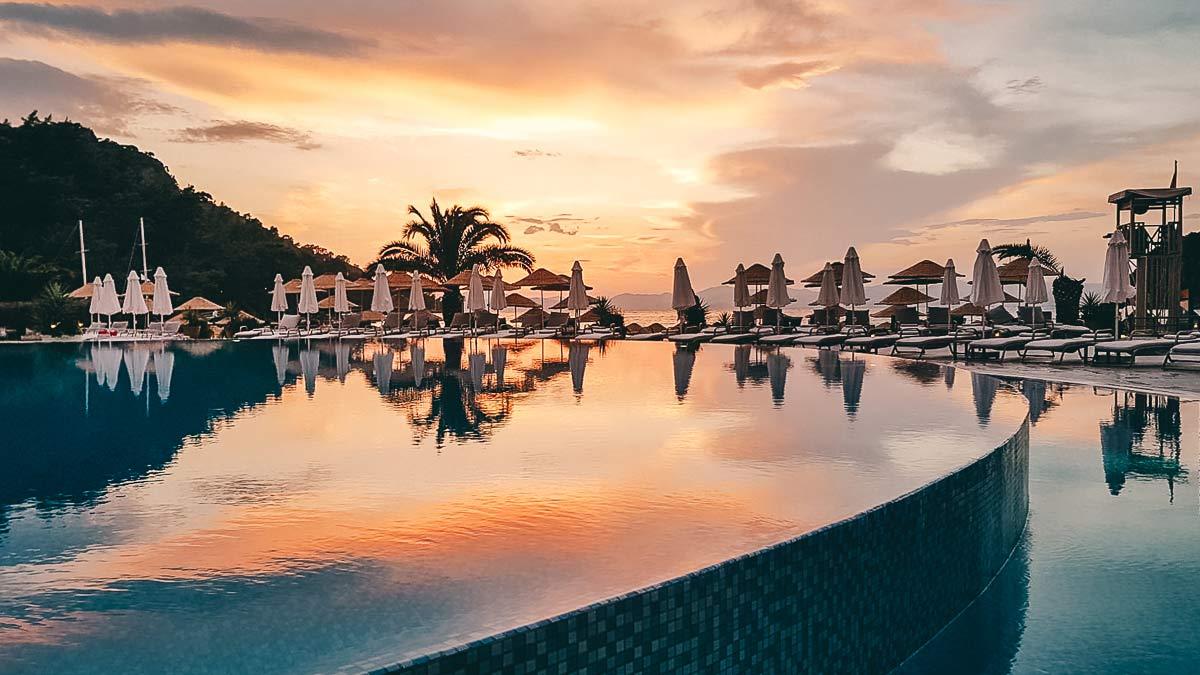 Hotelpool im Hillside Beach Club