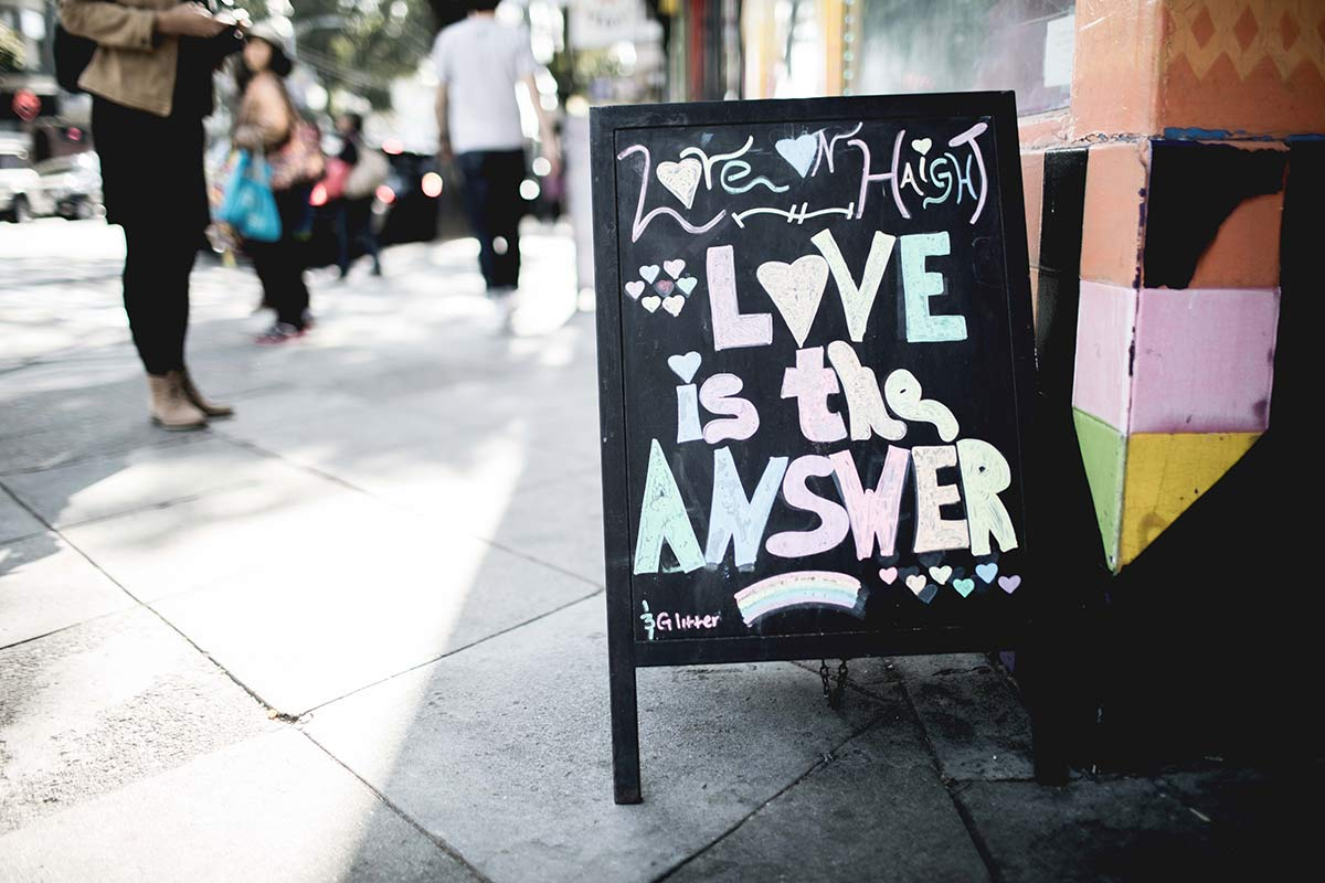 Love is the Answer Schild