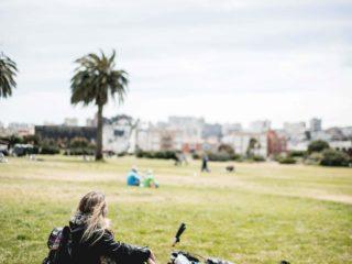 Pause mit meinem Fahrrad im Park