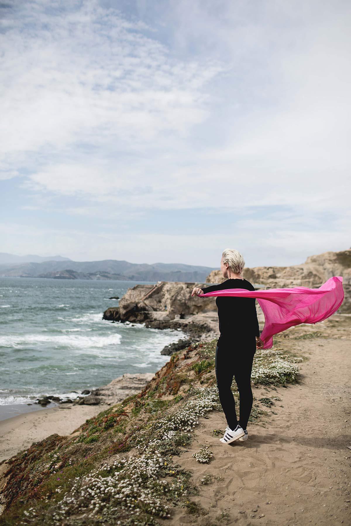Wehendes Tuch an der Kueste von San Francisco