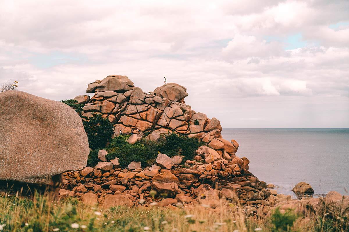 Felsformationen an der Rosa Granitküste