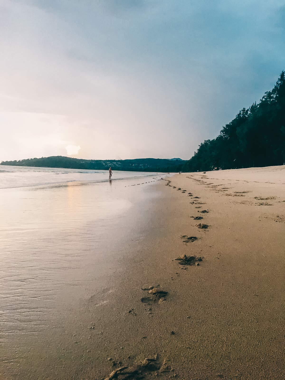 Fussabdruecke am Layan Beach