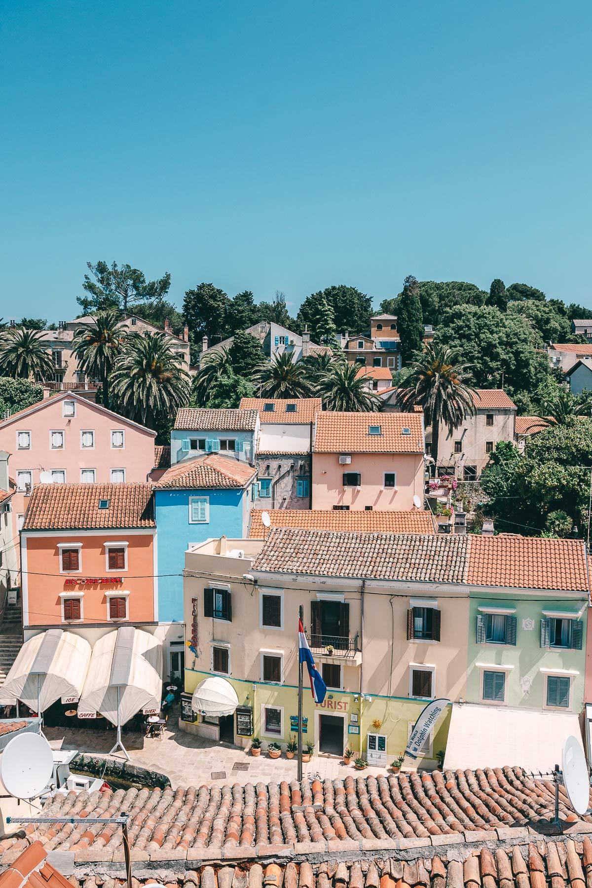 In Veli Losinj findet ihr bunte Häuser