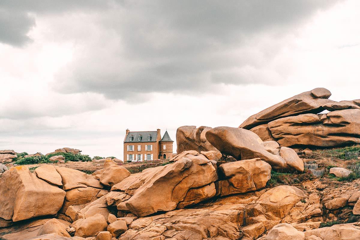 Rosa Granitküste in der Bretagne