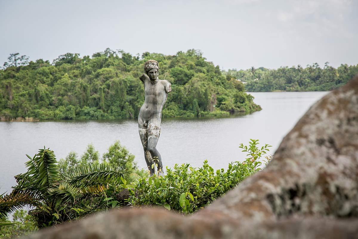 Skulptur in Geoffrey Bawas Landsitz Lunuganga