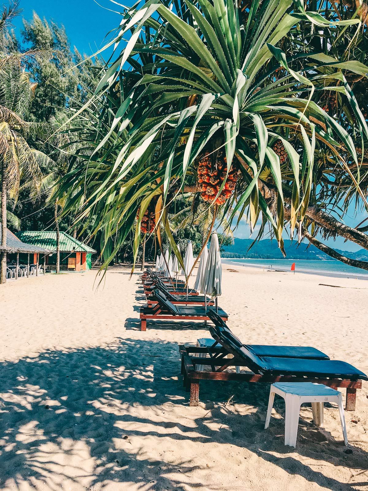 Sonnenliegen Layan Beach Phuket