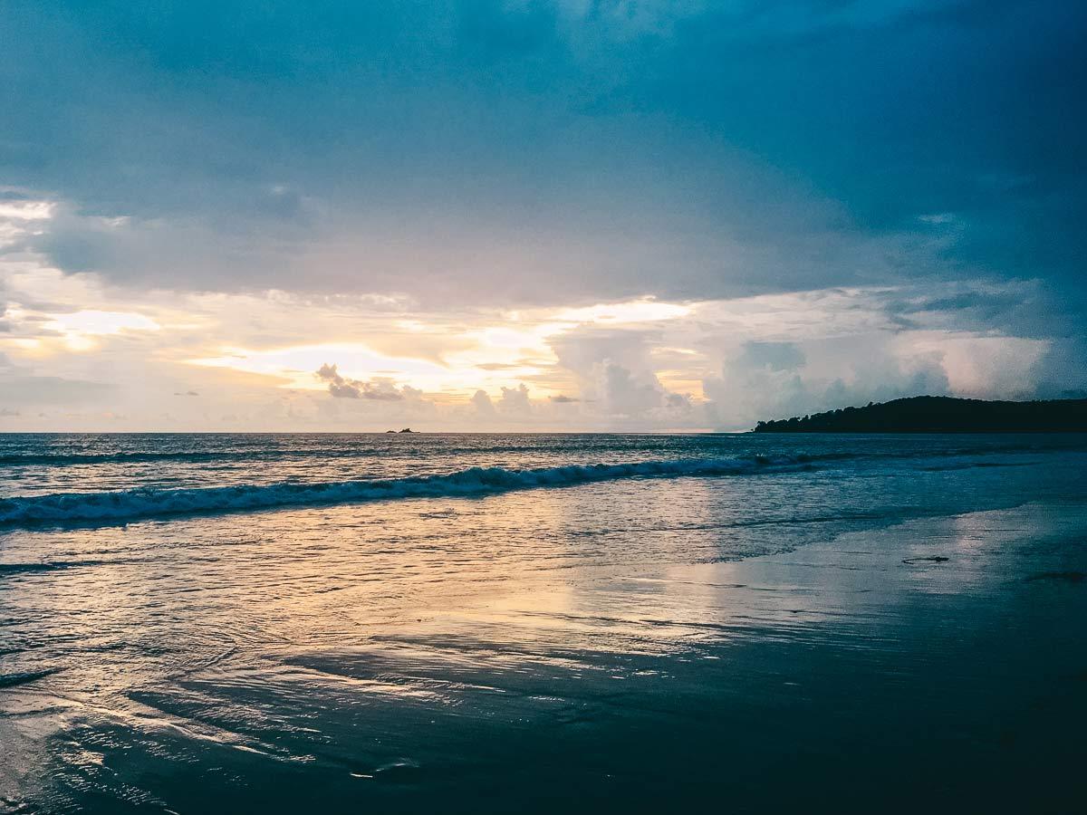 Sonnenuntergang Layan Beach