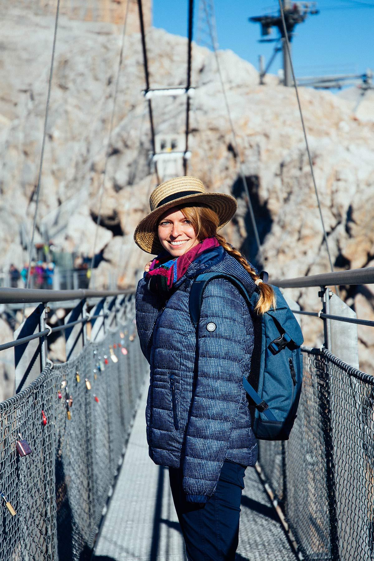 Christine Neder auf der Haengebruecke