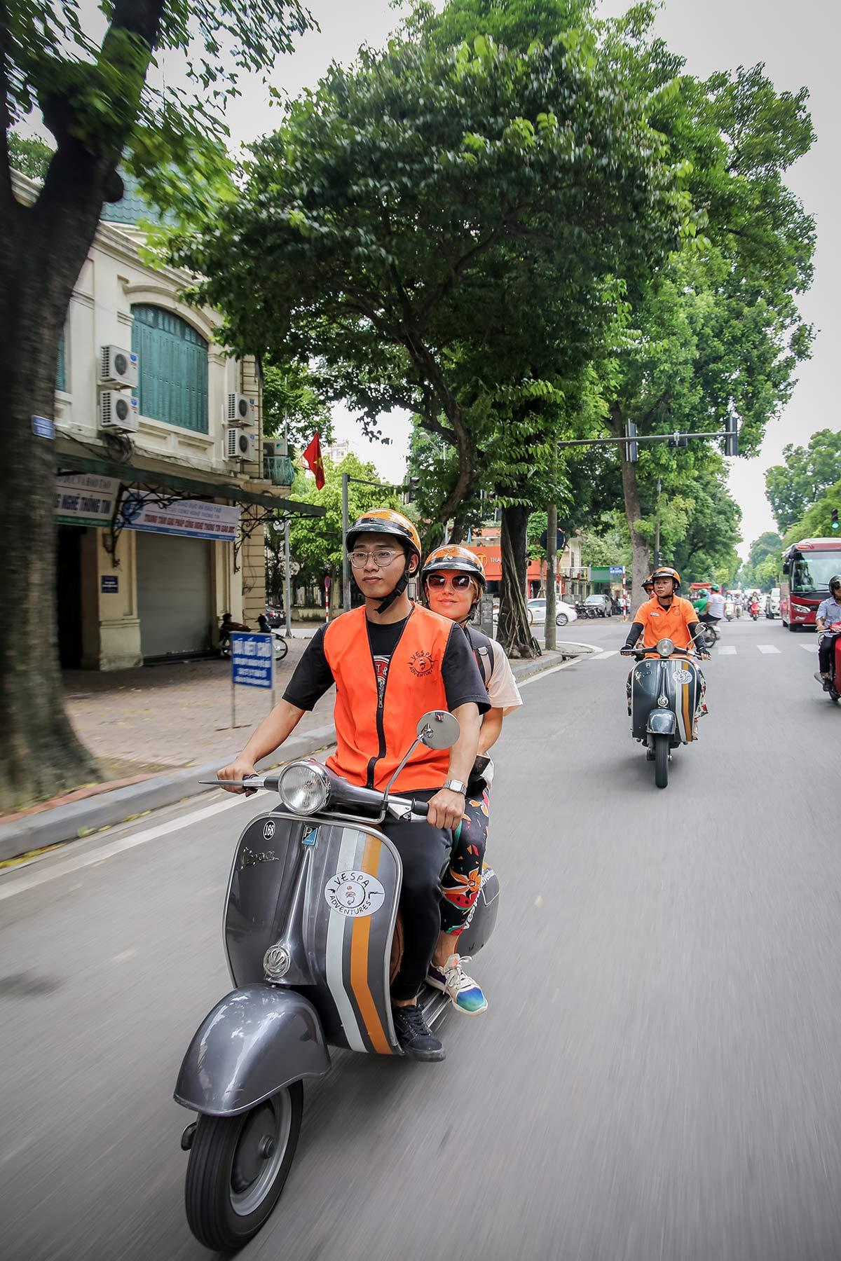 Auf der Vespa durch Hanoi