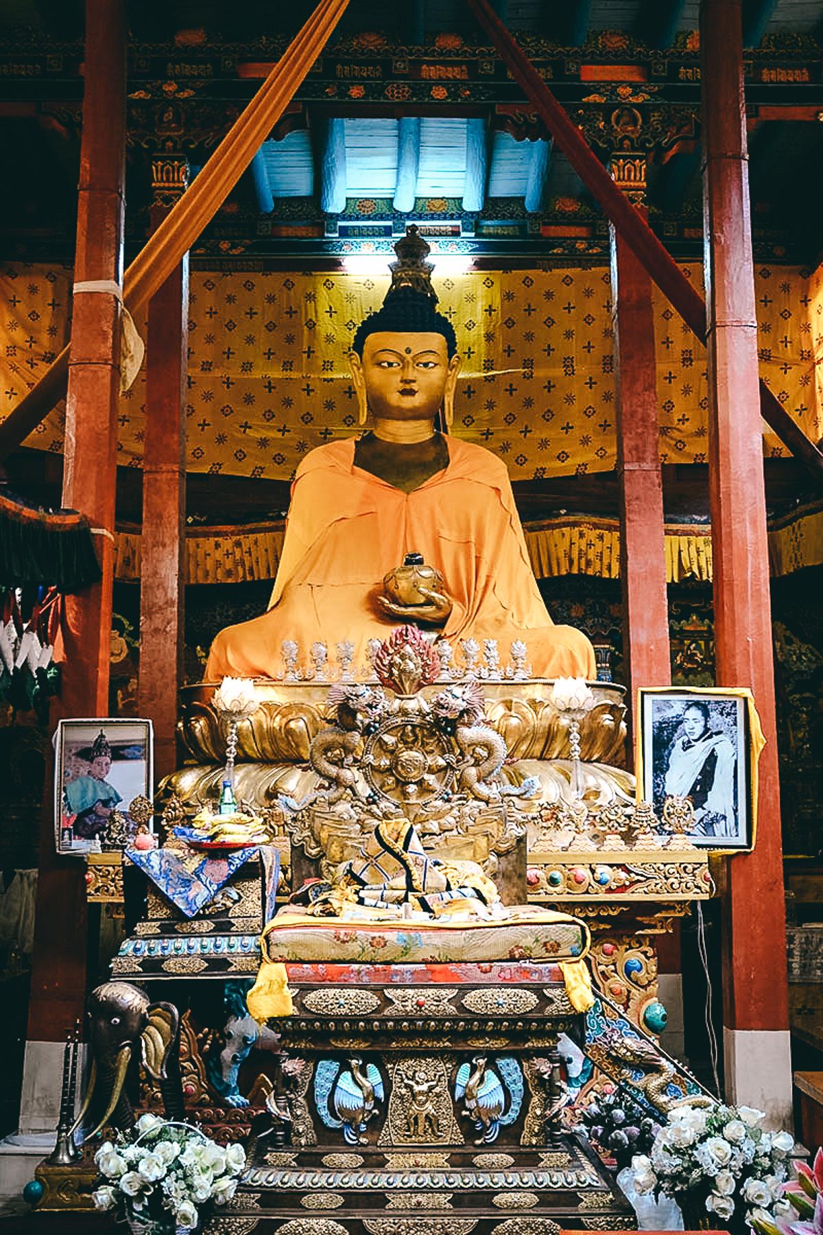 buddhastatue gebetsraum spituk