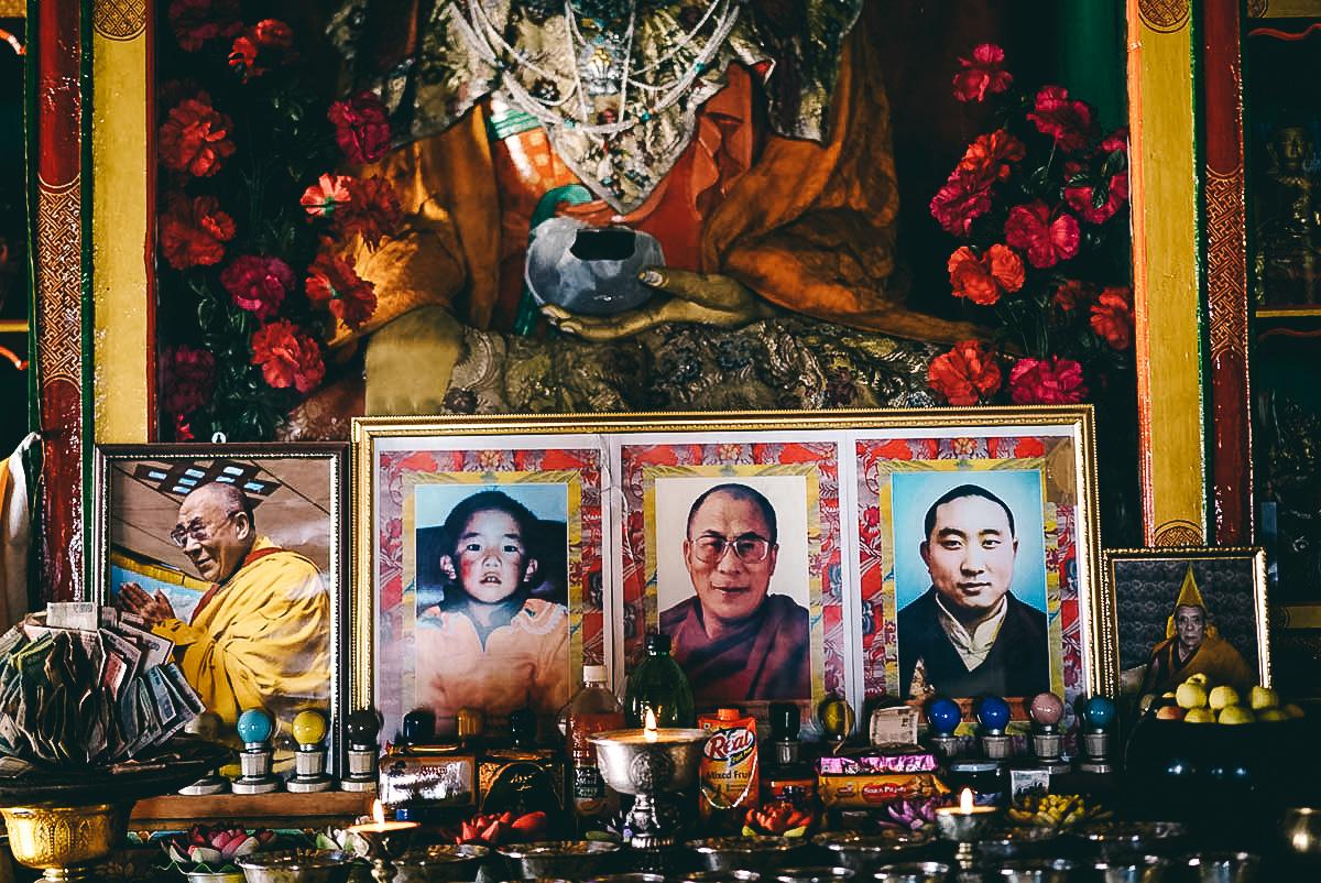drei generationen des dalai lama im diskit kloster