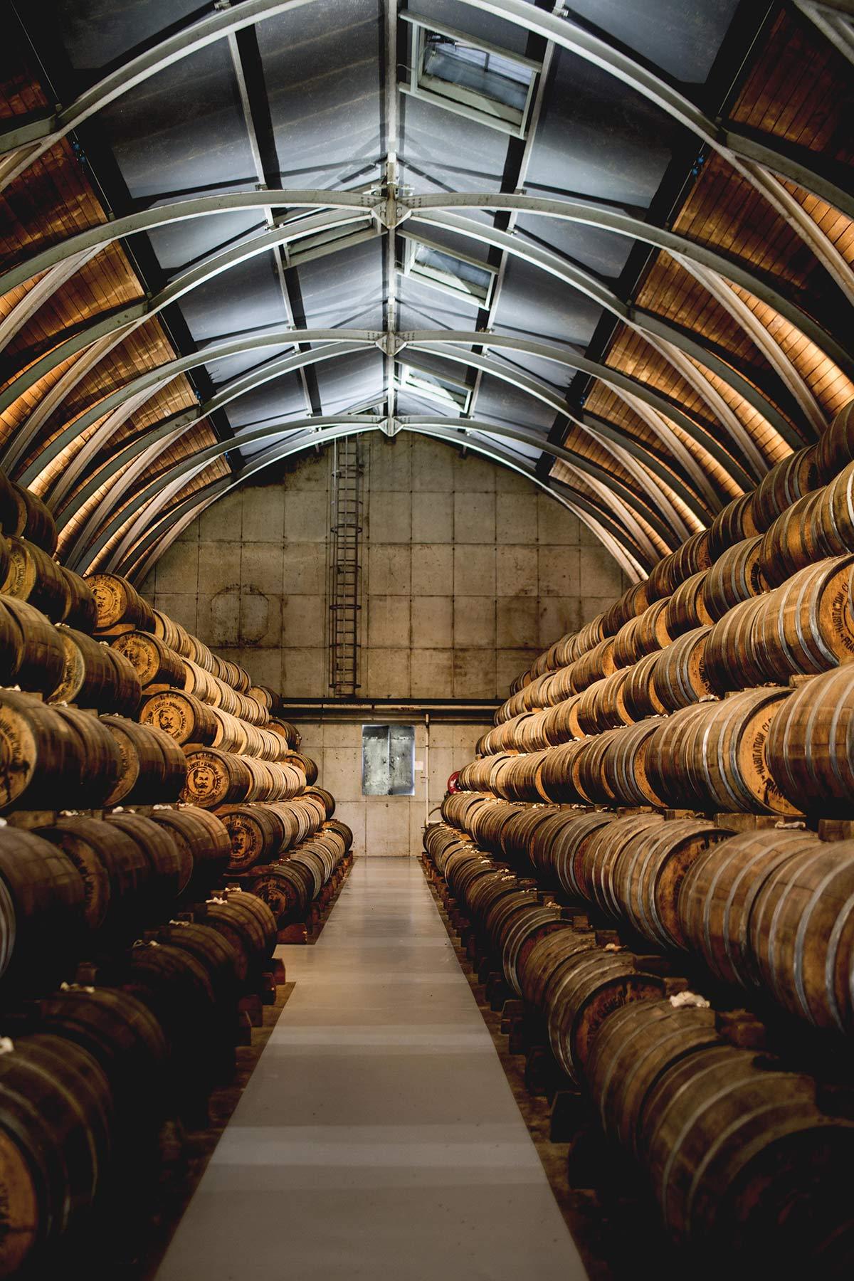 Rumfaesser Distillerie Habitation Clement in Le Francois