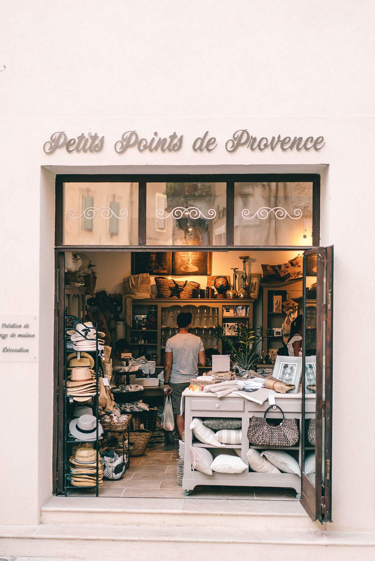 Shops Menerbes