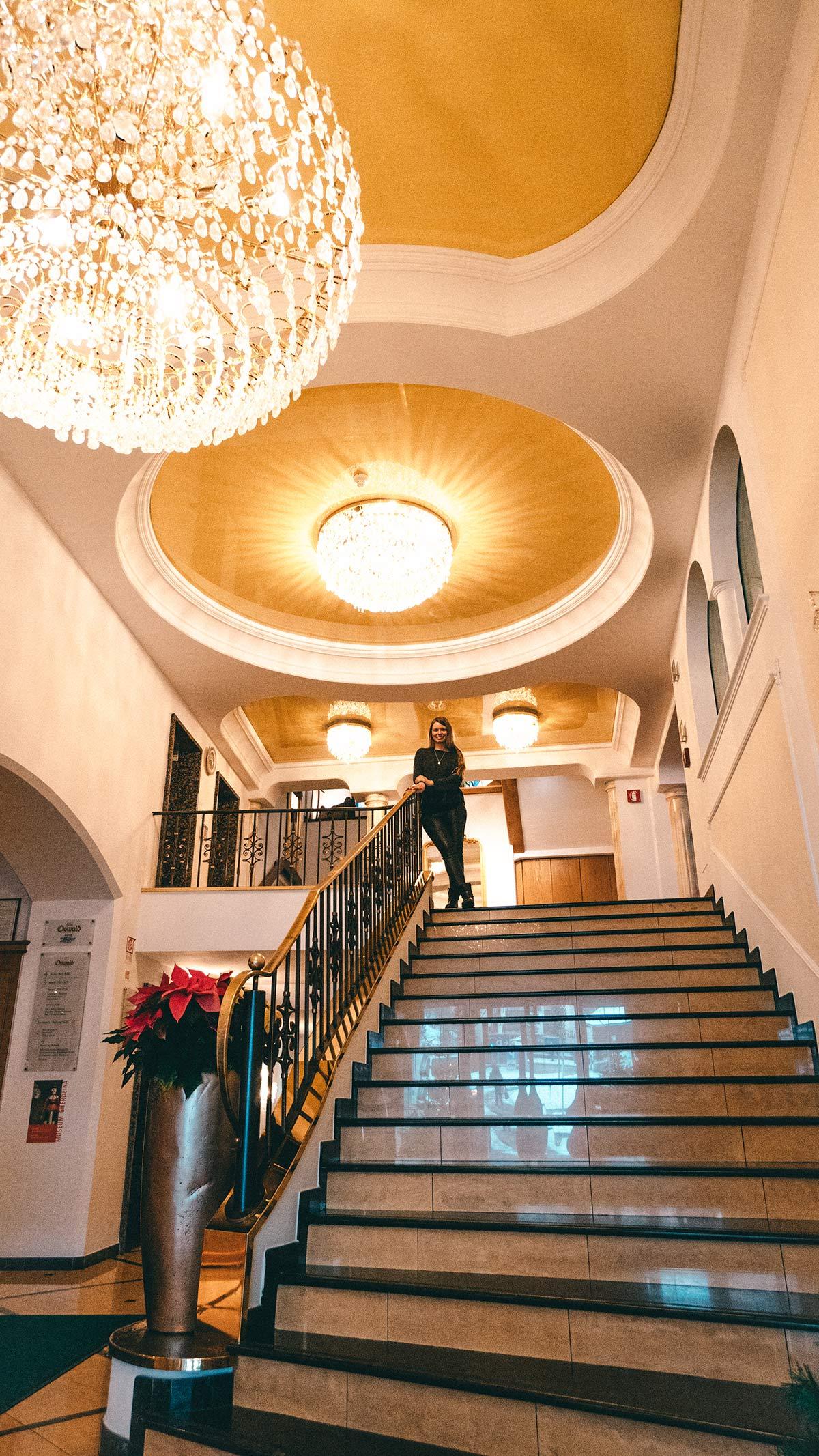Wolkenstein Hotel Oswald Lobby Aufgang
