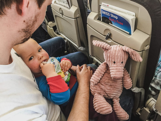 fernreise fliegen mit baby