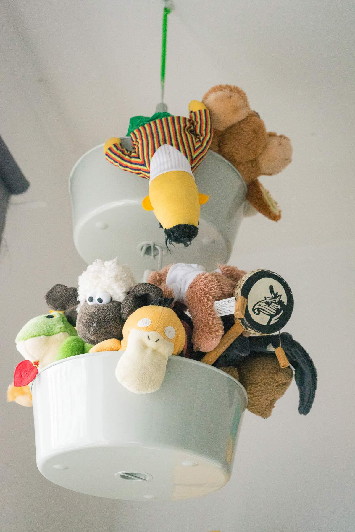 kuscheltier aufbewahrung kinderzimmer