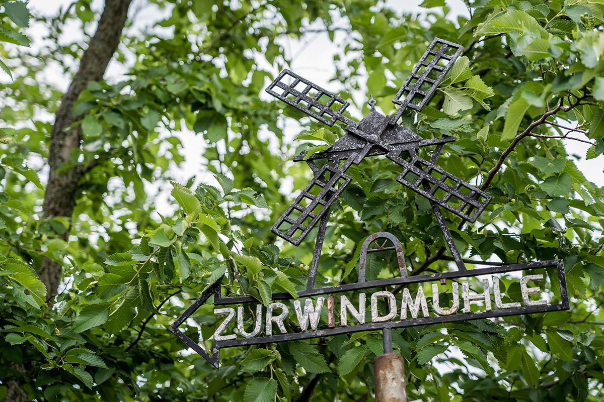 Retz Schild zur Windmuehle