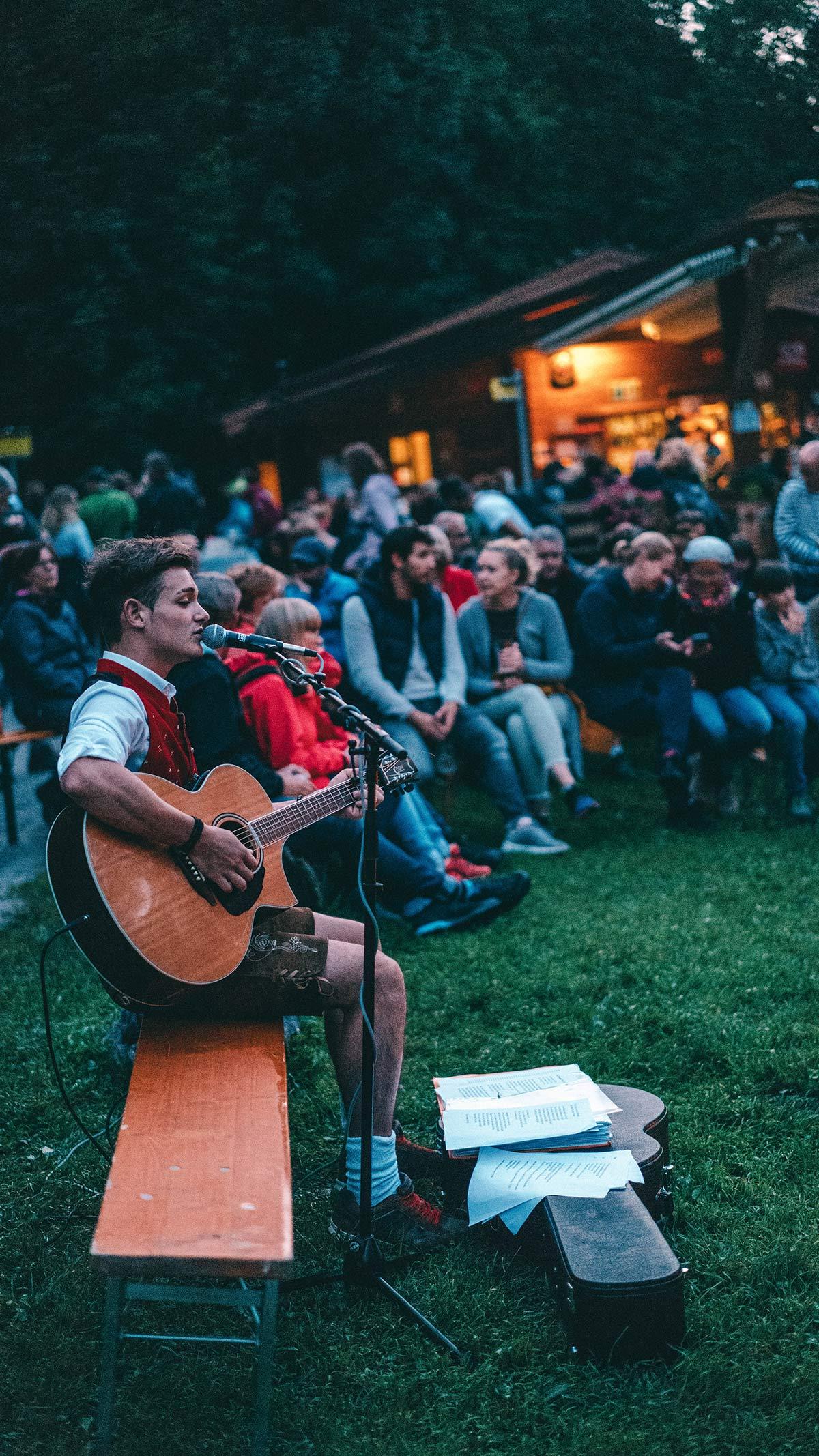 Sigmund Thun Klamm Lagerfeuer und Musik