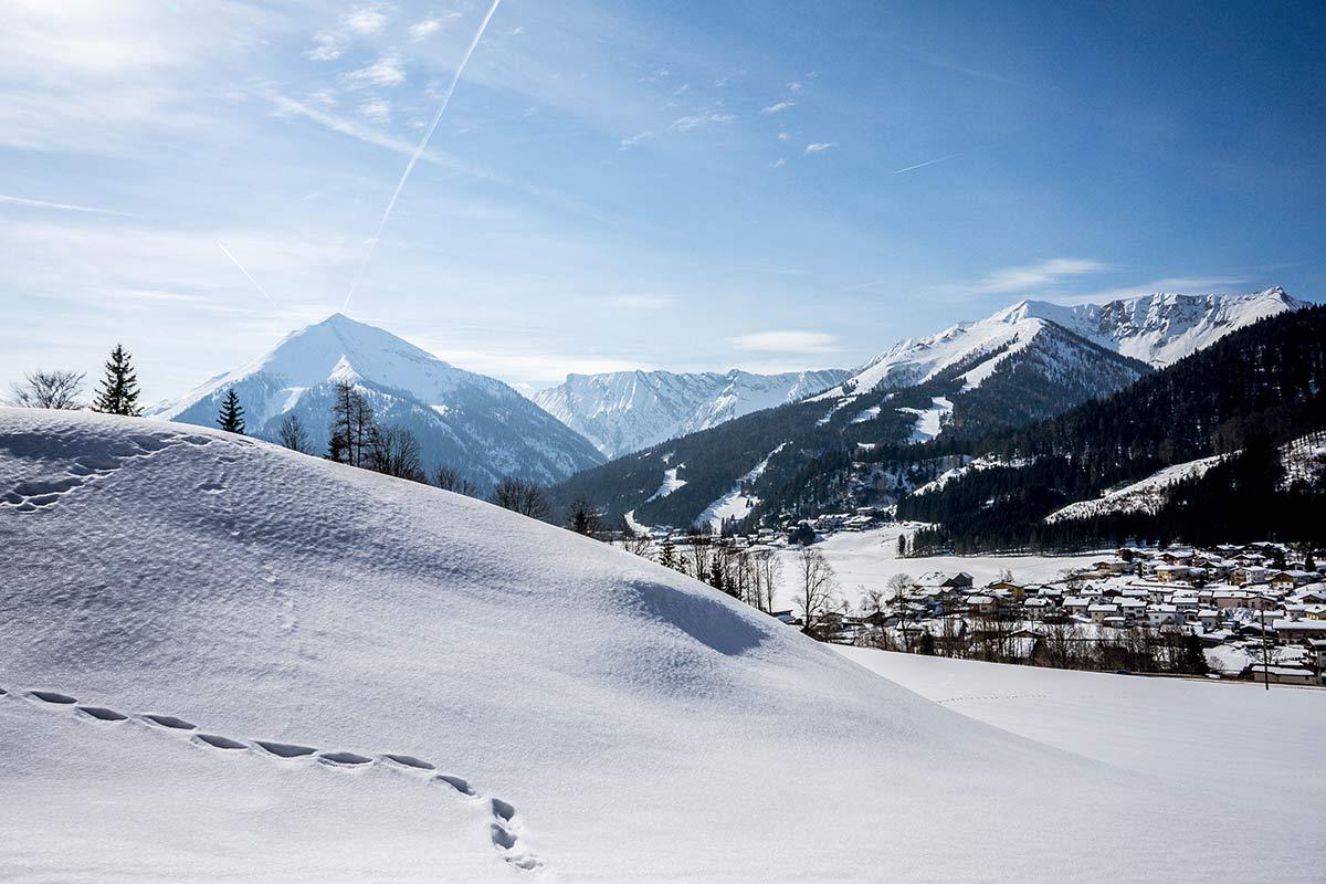 oesterreich tirol achensee winterwandern schneelandschaft