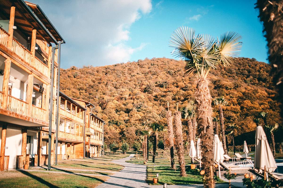 Ein Teil der Haeuser im Lapota Lake Resorts