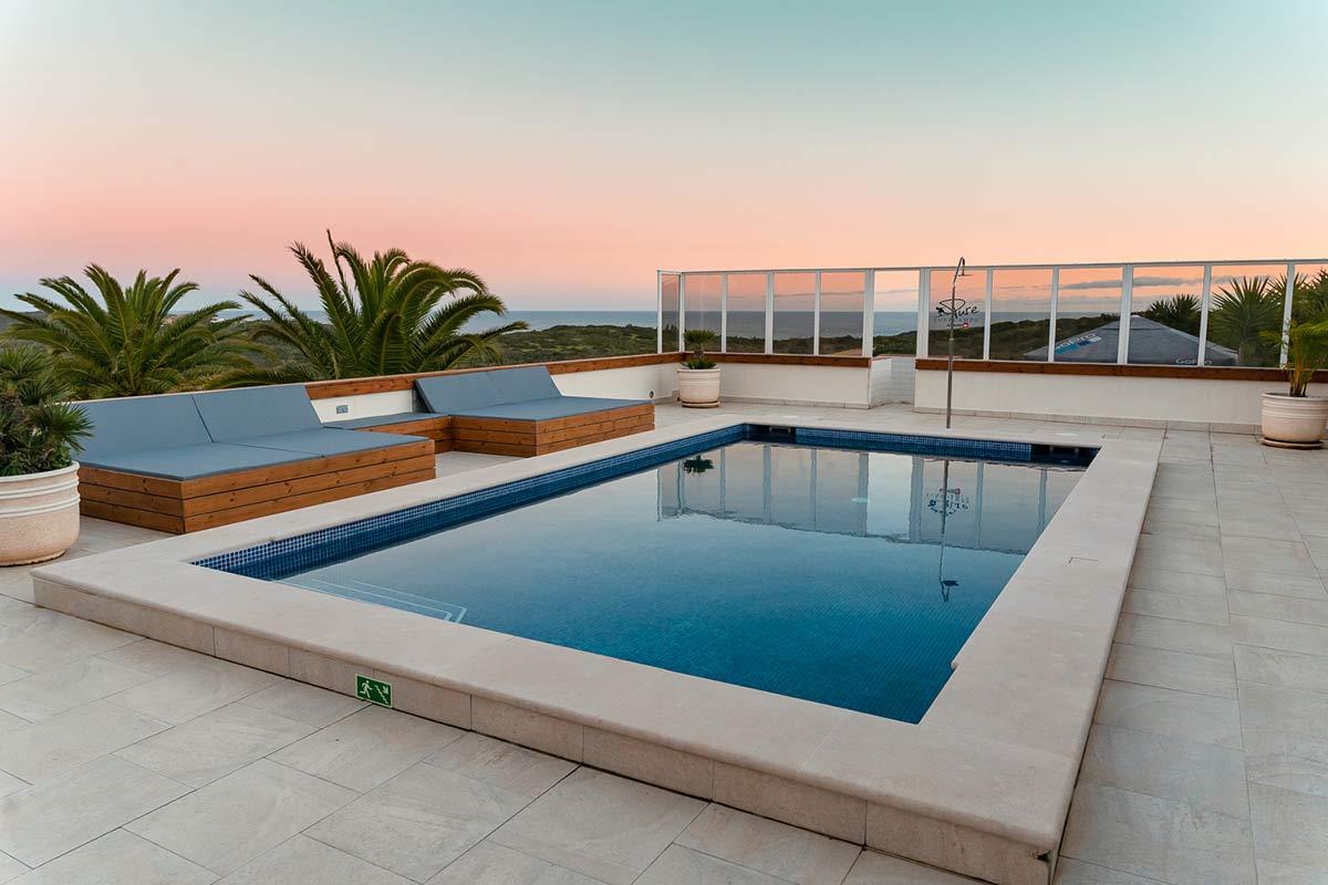 sea-view pool-terrasse pure surflodge portugal